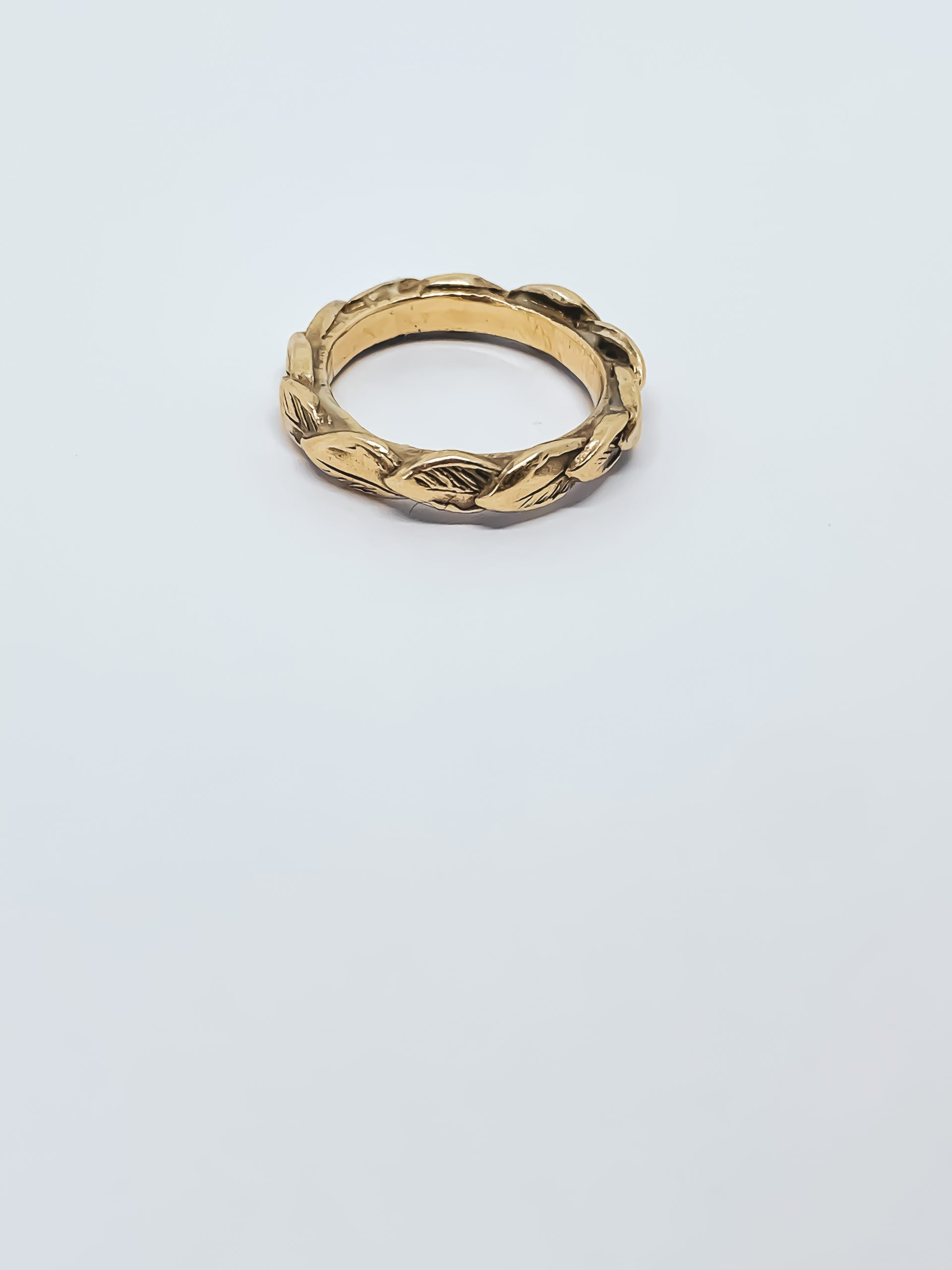 REVEALED – Single Leaf Stacking Ring in 9ct Gold