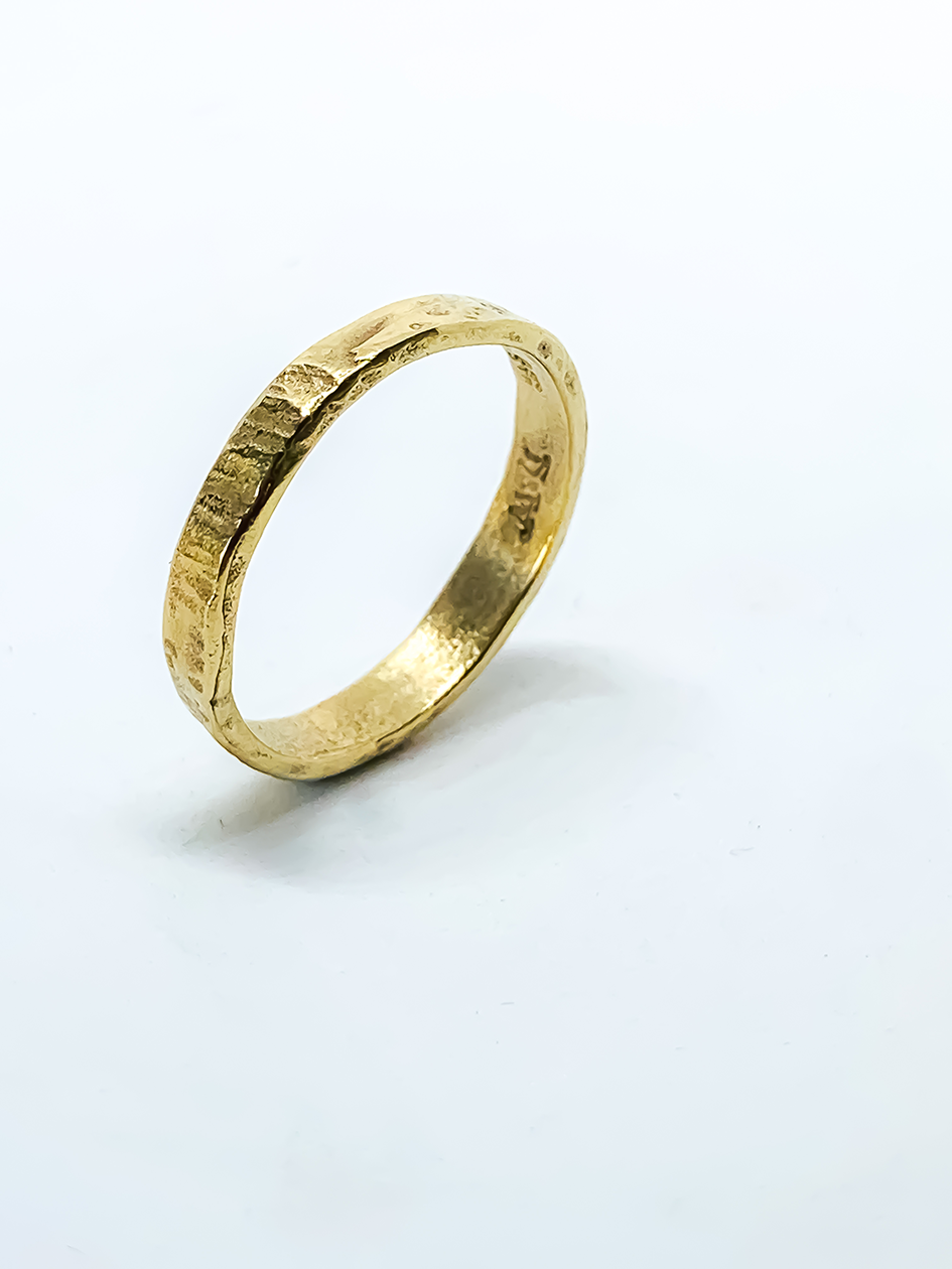 Chain Reaction 9ct Gold Circle Ring